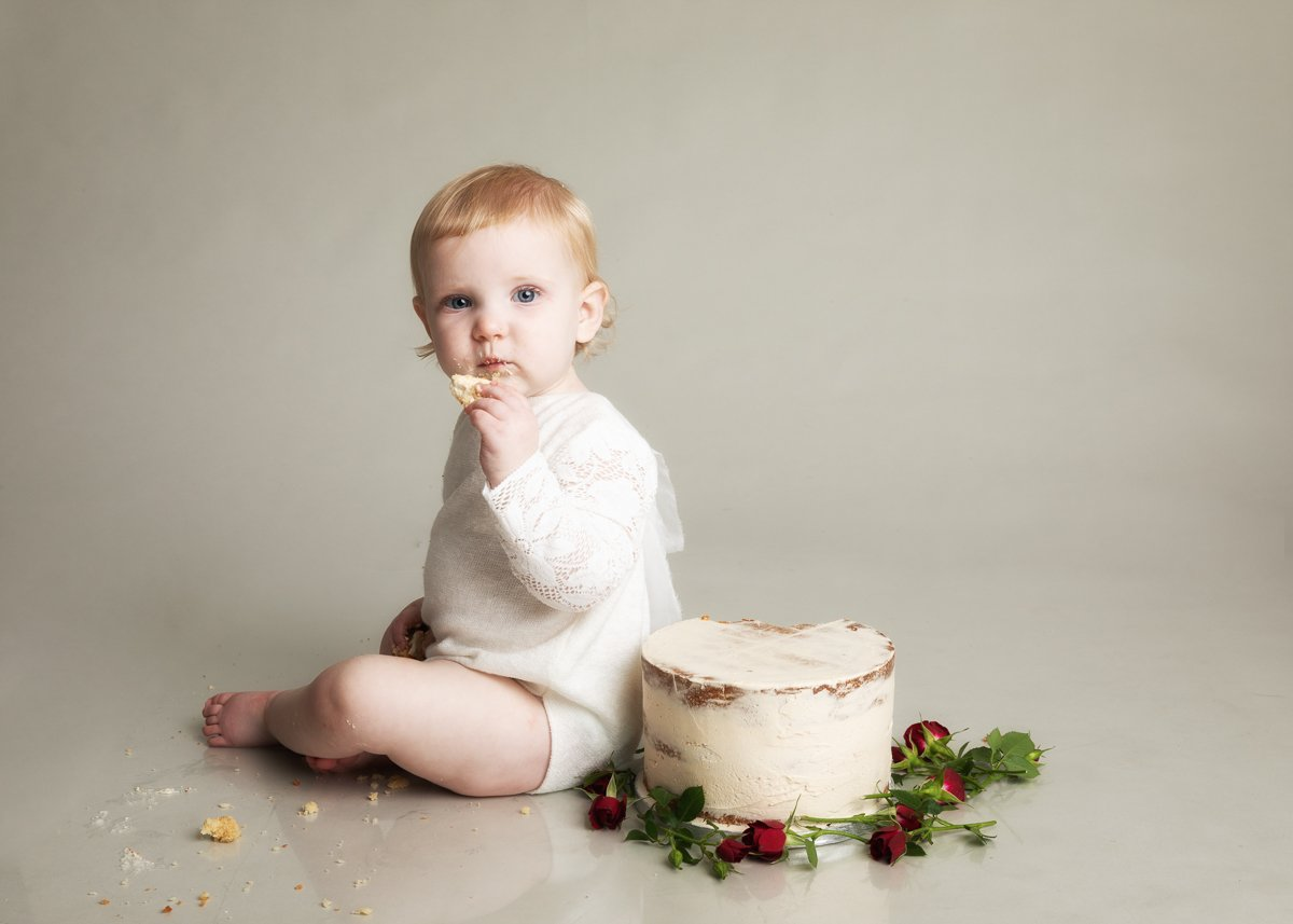 BISHOPS STORTFORD CAKE SMASH PHOTO SHOOT