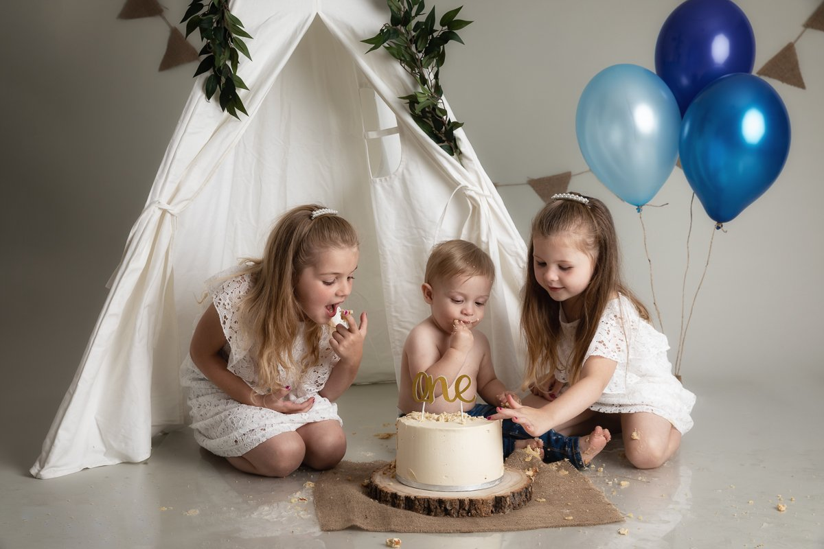 HERTFORDSHIRE CAKE SMASH PHOTO SHOOT