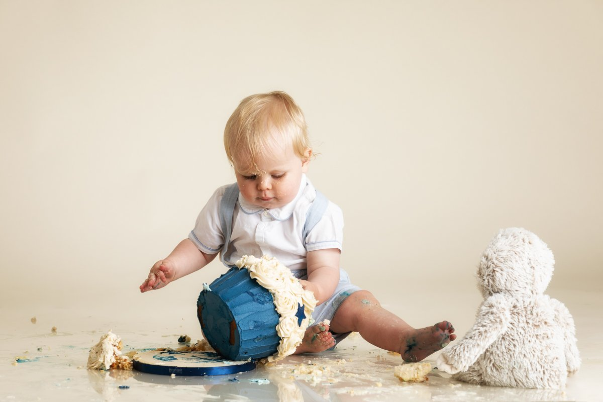 HERTFORDSHIRE CAKE SMASH PHOTOGRAPHER